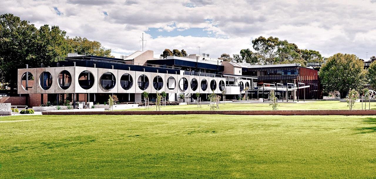 Và là trường đại học lớn thứ 8 tại Úc