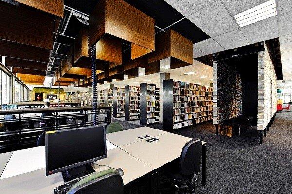Thư viện rộng lớn với hàng ngàn đầu sách chất lượng