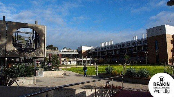 Khuôn viên rộng lớn của Đại học Deakin