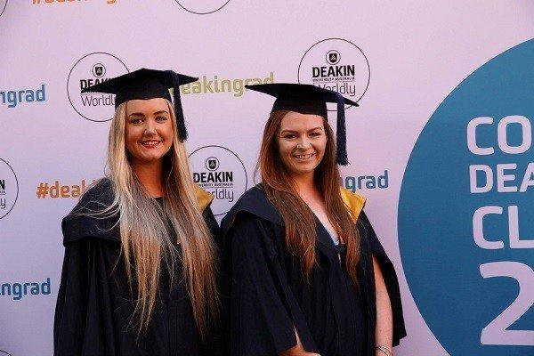 Sinh viên tốt nghiệp tại Deakin