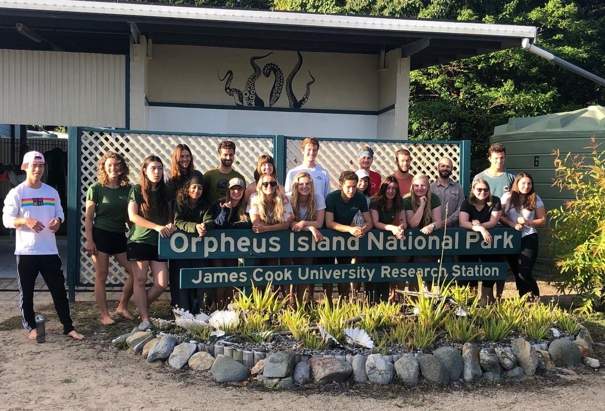 Sinh viên chương trình nghiên cứu thực địa Đại học James Cook Úc