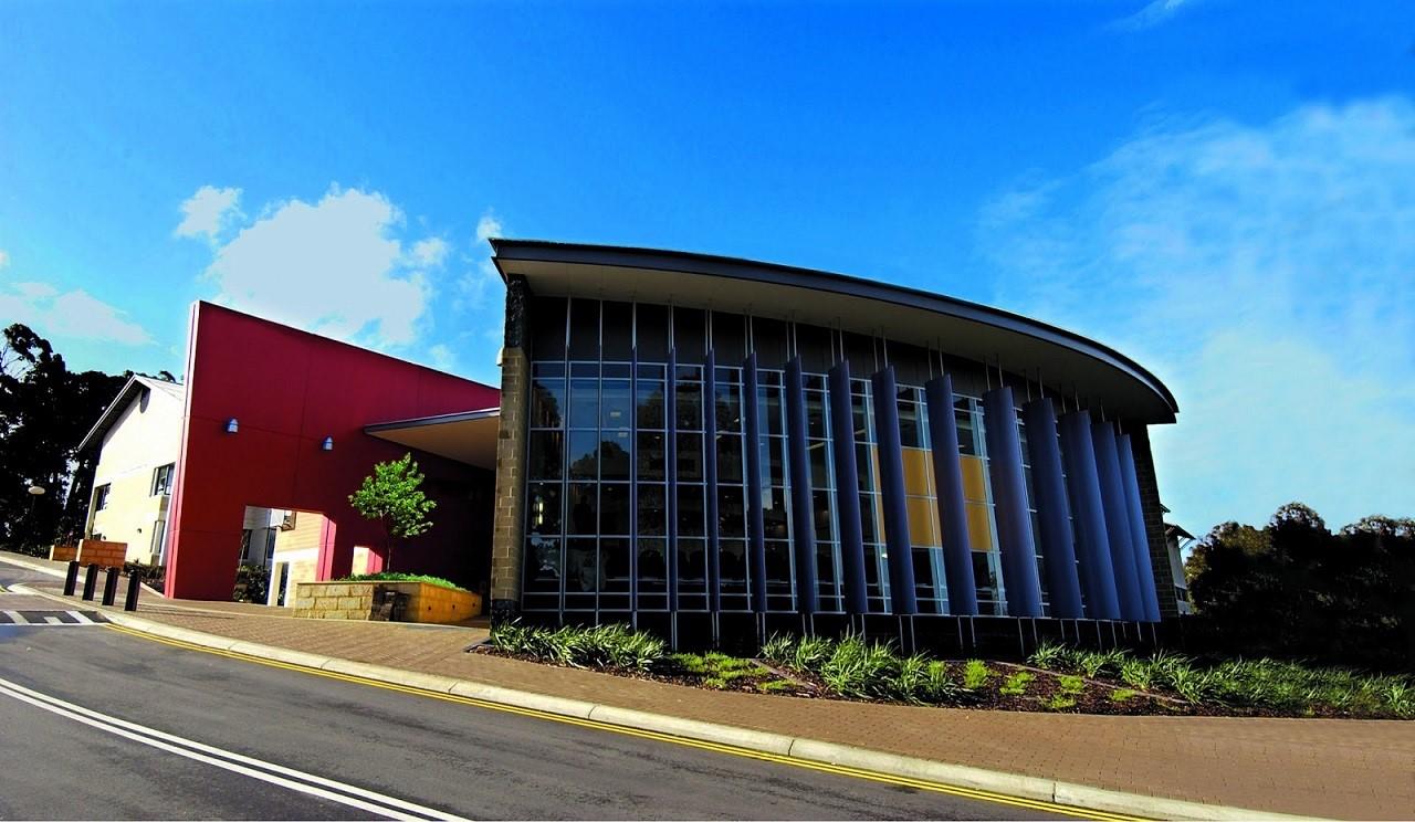Khuôn viên Murdoch rộng 227 hecta với hàng triệu đô được đầu tư cho tiện nghi học tập