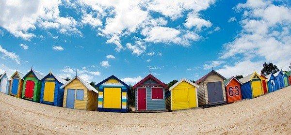 Những ngôi nhà gỗ đầy màu sắc bên bờ biển ở Melbourne