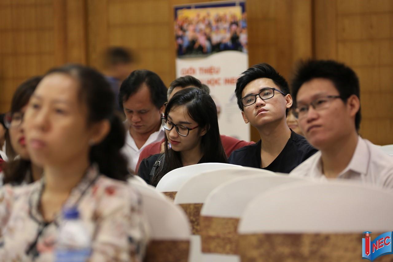 Các khách mời luôn tập trung theo dõi từng phần của hội thảo