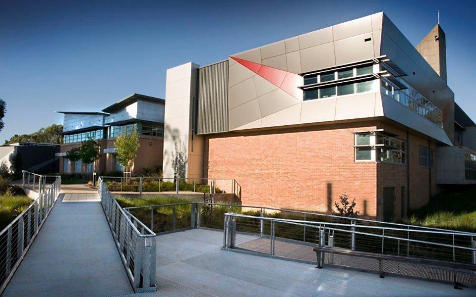 Charles Sturt là một trong những trường đại học có tỉ lệ việc làm sinh viên cao nhất