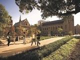 Chinh phục đỉnh cao tri thức học thuật với các trường đại học ở Adelaide Úc