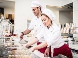 Làm thế nào để khởi đầu công việc trong ngành ẩm thực, nhà hàng khách sạn?