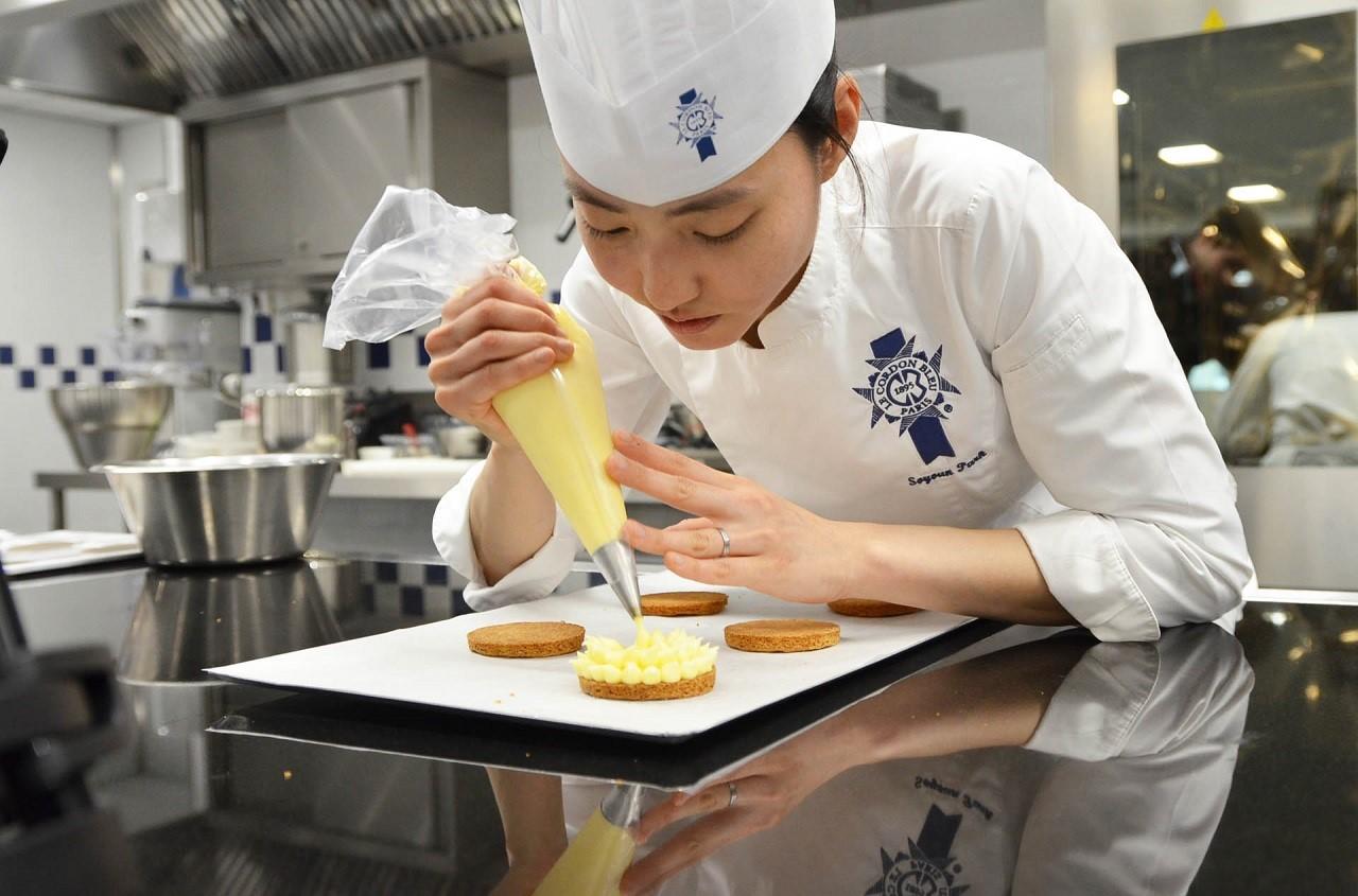 Chạy nước rút nộp hồ sơ xin học bổng du học Úc ngành làm bánh