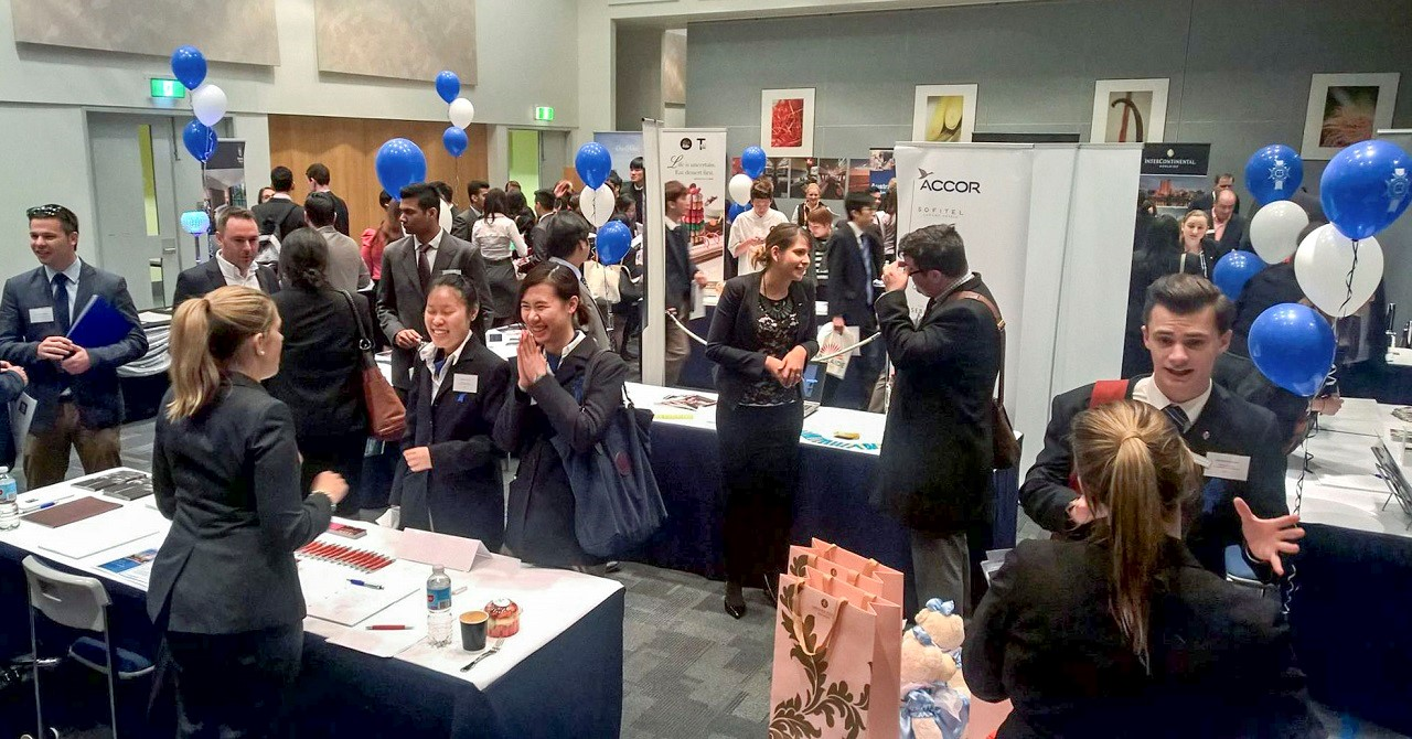 Diễn đàn tuyển dụng việc làm tại Le Cordon Bleu quy tụ hàng trăm nhà tuyển dụng, thu hút sinh viên đến tìm hiểu, phỏng vấn