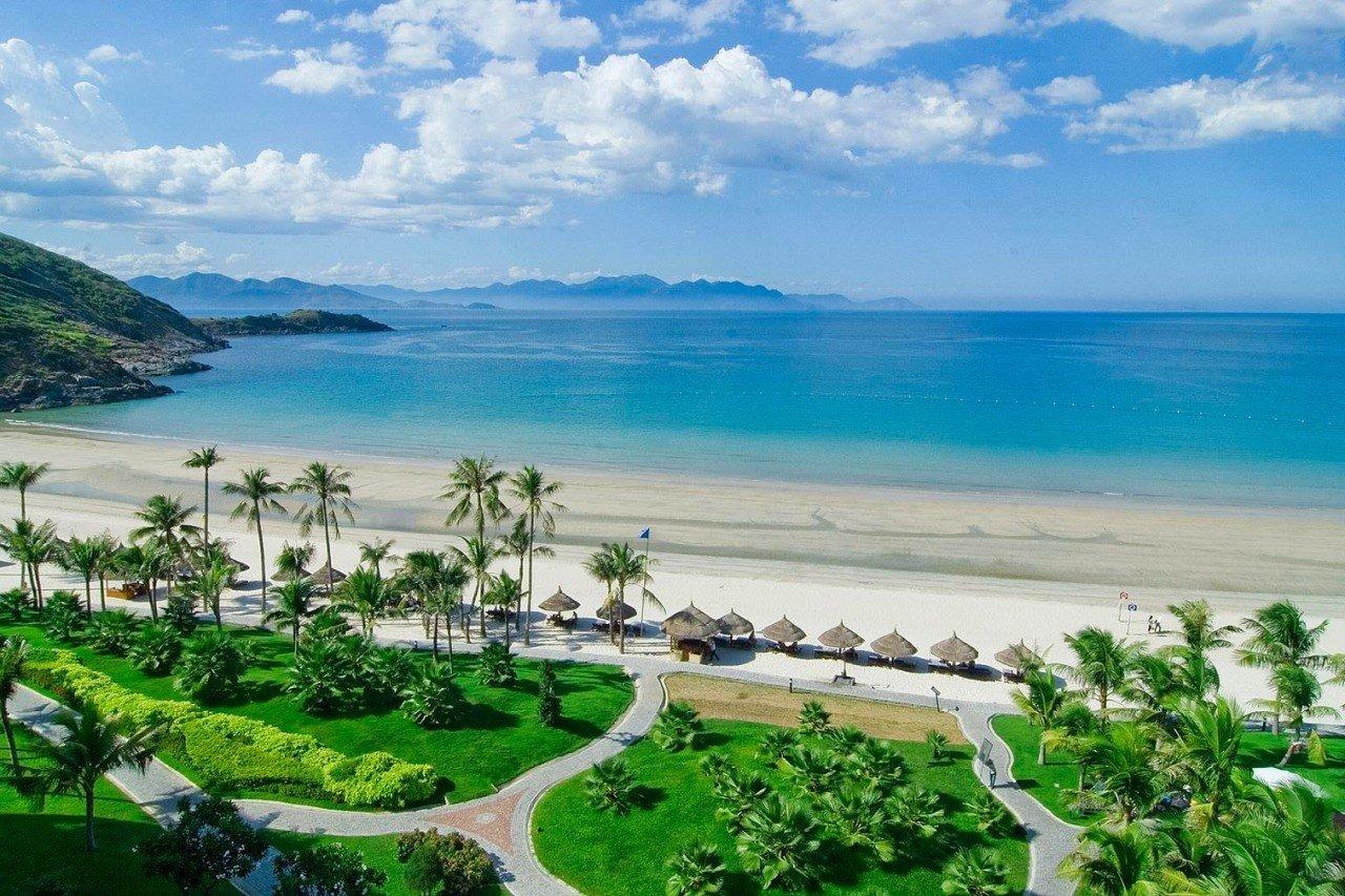 Vinpearl Premium Nha Trang Bay có hồ Jacuzzi ngoài trời thuộc hàng lớn nhất Việt Nam