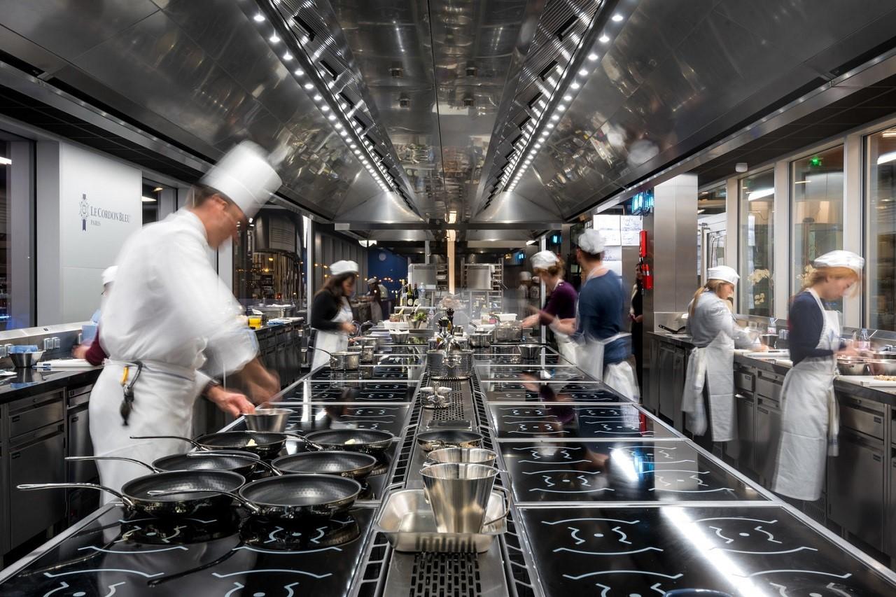 Một phòng bếp thực hành điển hình ở Le Cordon Bleu