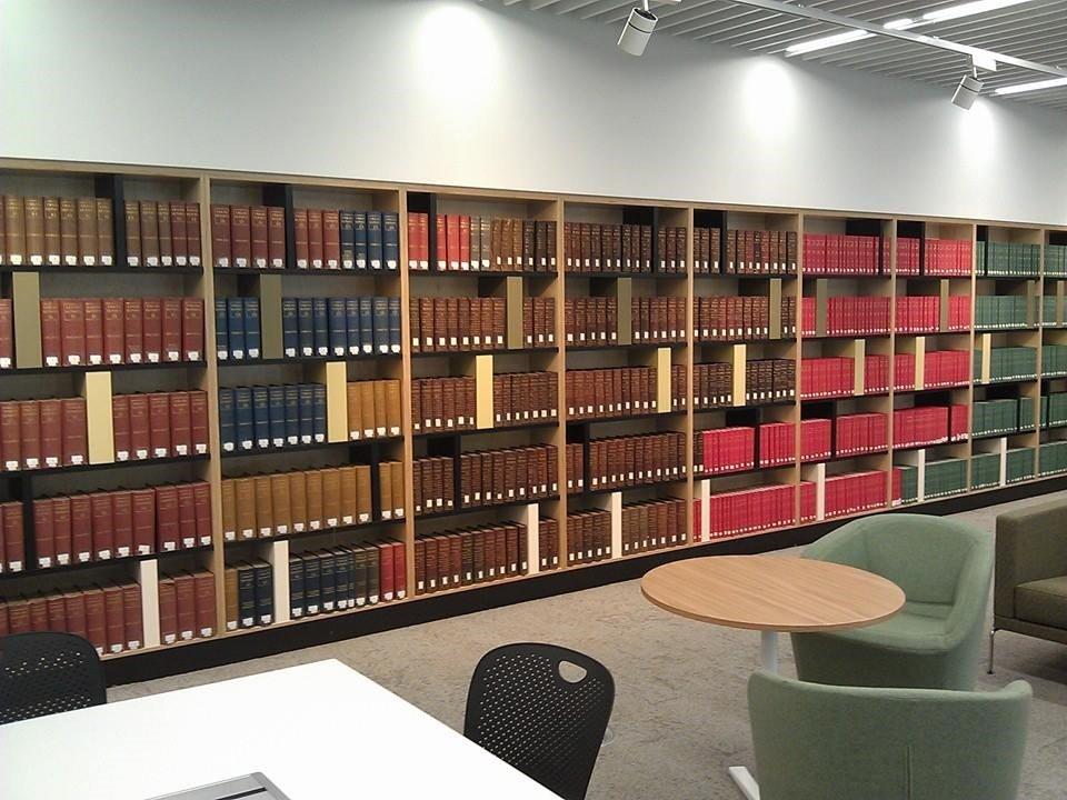 Thư viện với nhiều đầu sách, nhiều tài liệu về ngành Nhà hàng khách sạn cho SV tham khảo