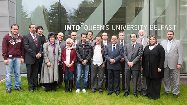 into-queens-university-belfast-du-hoc-inec