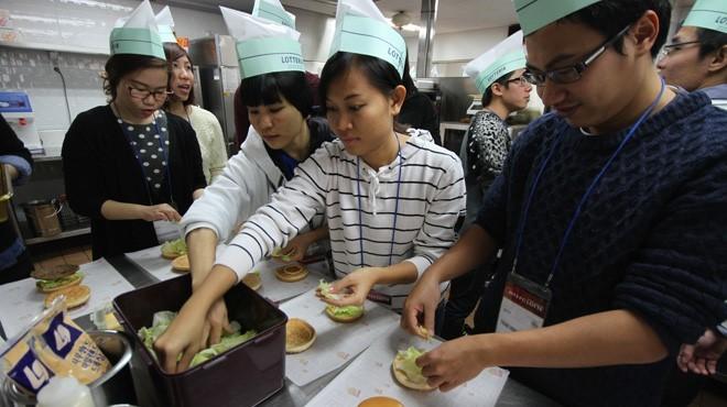 Sinh viên Việt Nam vừa học vừa làm tại Mỹ