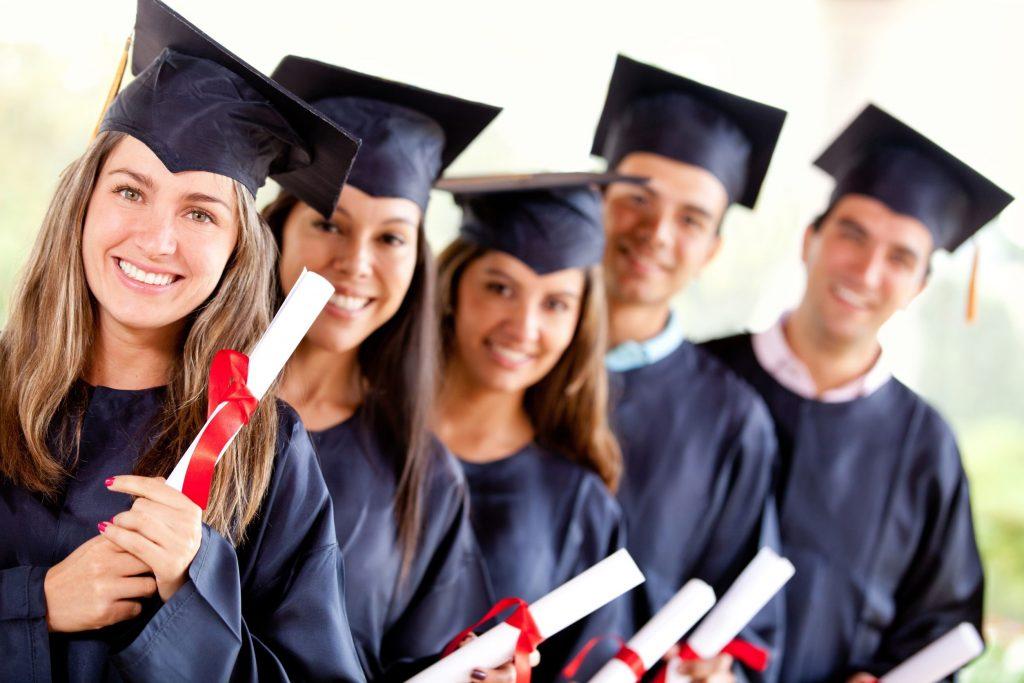 Du học Canada mang lại nhiều lợi ích và được nhiều sinh viên lựa chọn để sở hữu bằng cấp, xây dựng sự nghiệp