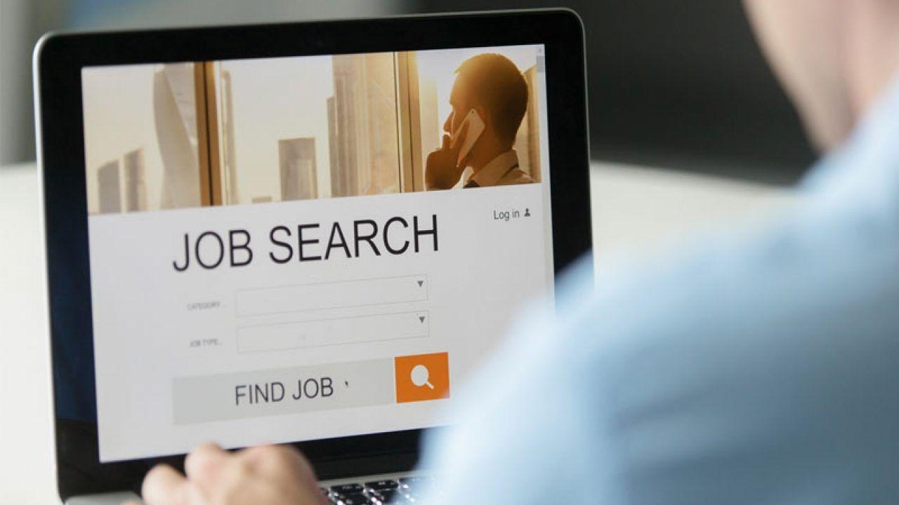 Nhiều người lao động tại Tây Ban Nha tìm kiếm công việc phù hợp qua các trang web việc làm