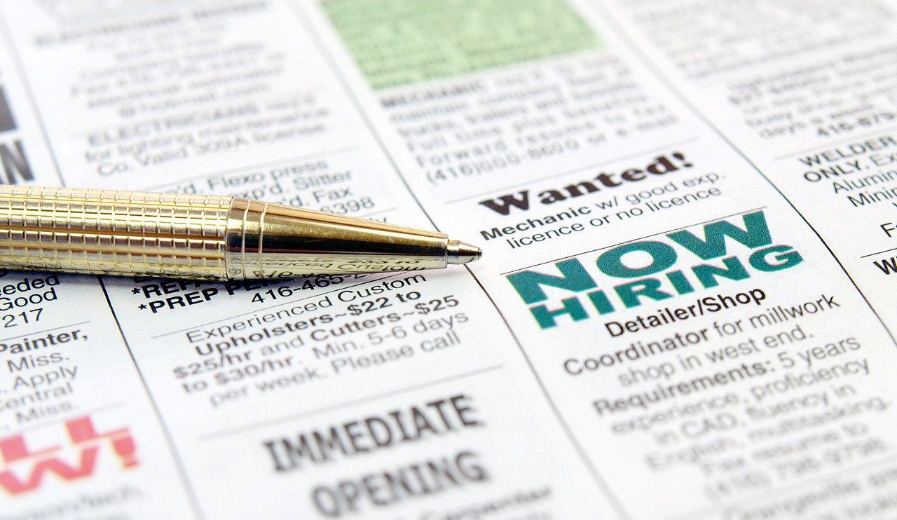 Báo chí là kênh cung cấp nhiều thông tin về tuyển dụng và việc làm