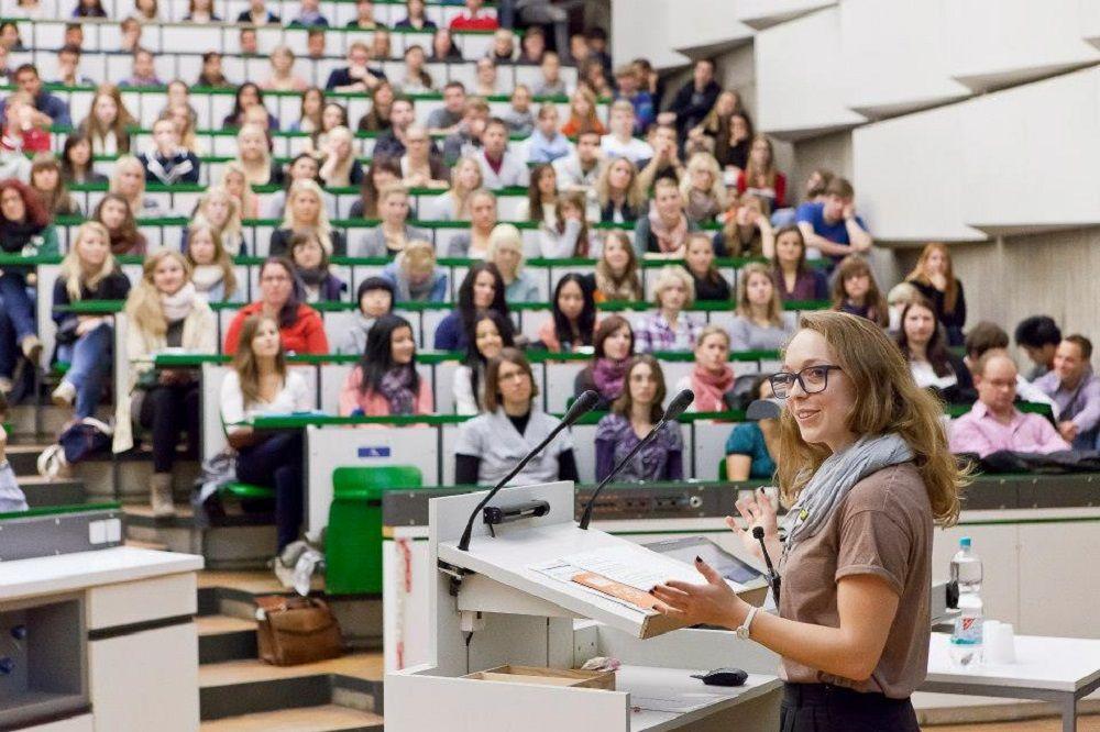 Việc học tập trong khuôn viên các trường đại học có thể được tiến hành trong học kỳ mùa thu 2020