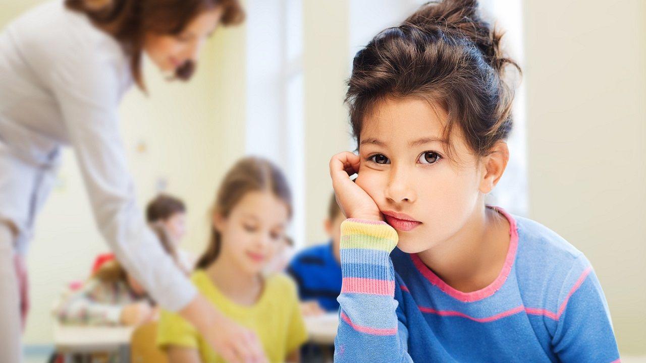 Sinh viên nghiên cứu các yếu tố ảnh hưởng đến hành vi và sự phát triển của trẻ