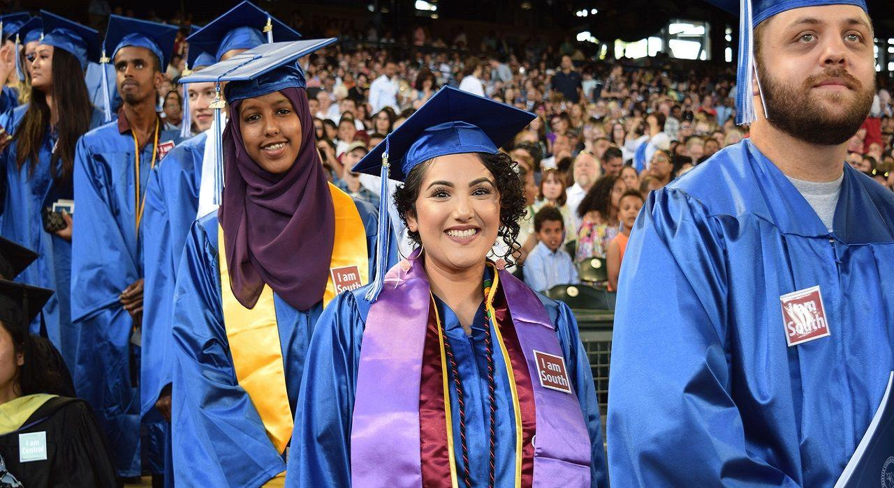 Sinh viên Cao đẳng cộng đồng South Seattle trong lễ tốt nghiệp