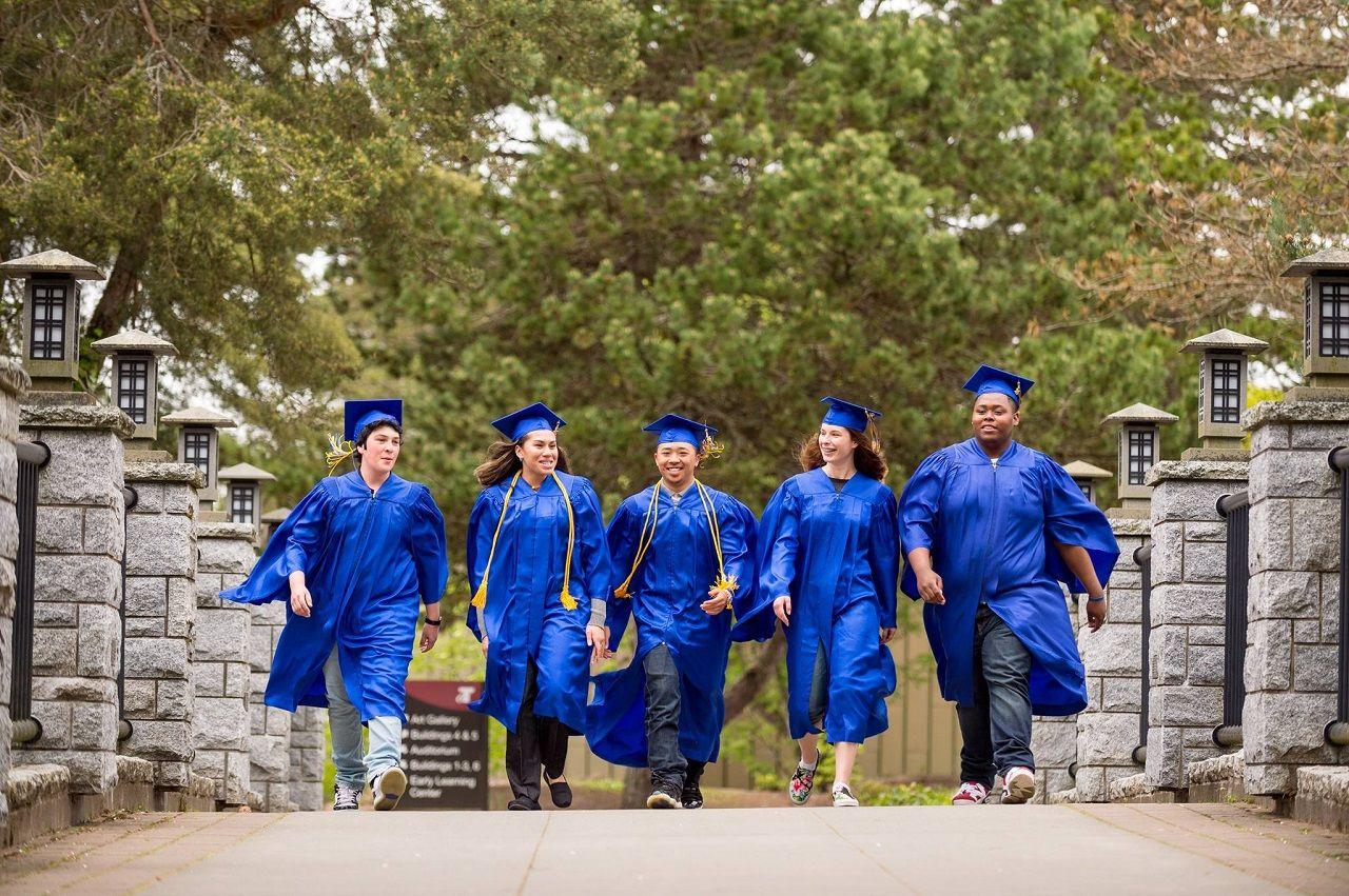 Sinh viên tốt nghiệp Cao đẳng cộng đồng Tacoma dễ dàng chuyển tiếp lên các trường đại học uy tín của Mỹ hoặc bước vào thị trường lao động