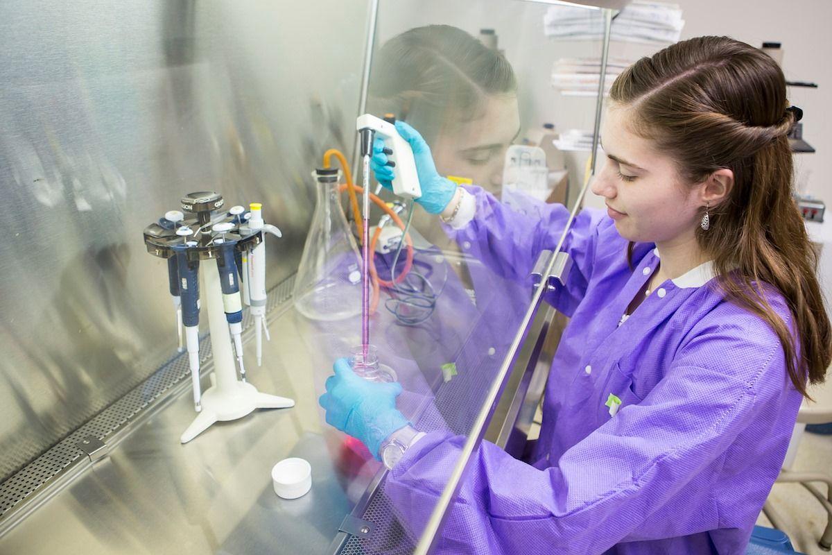 Sinh viên nghiên cứu khoa học tại Đại học Drew