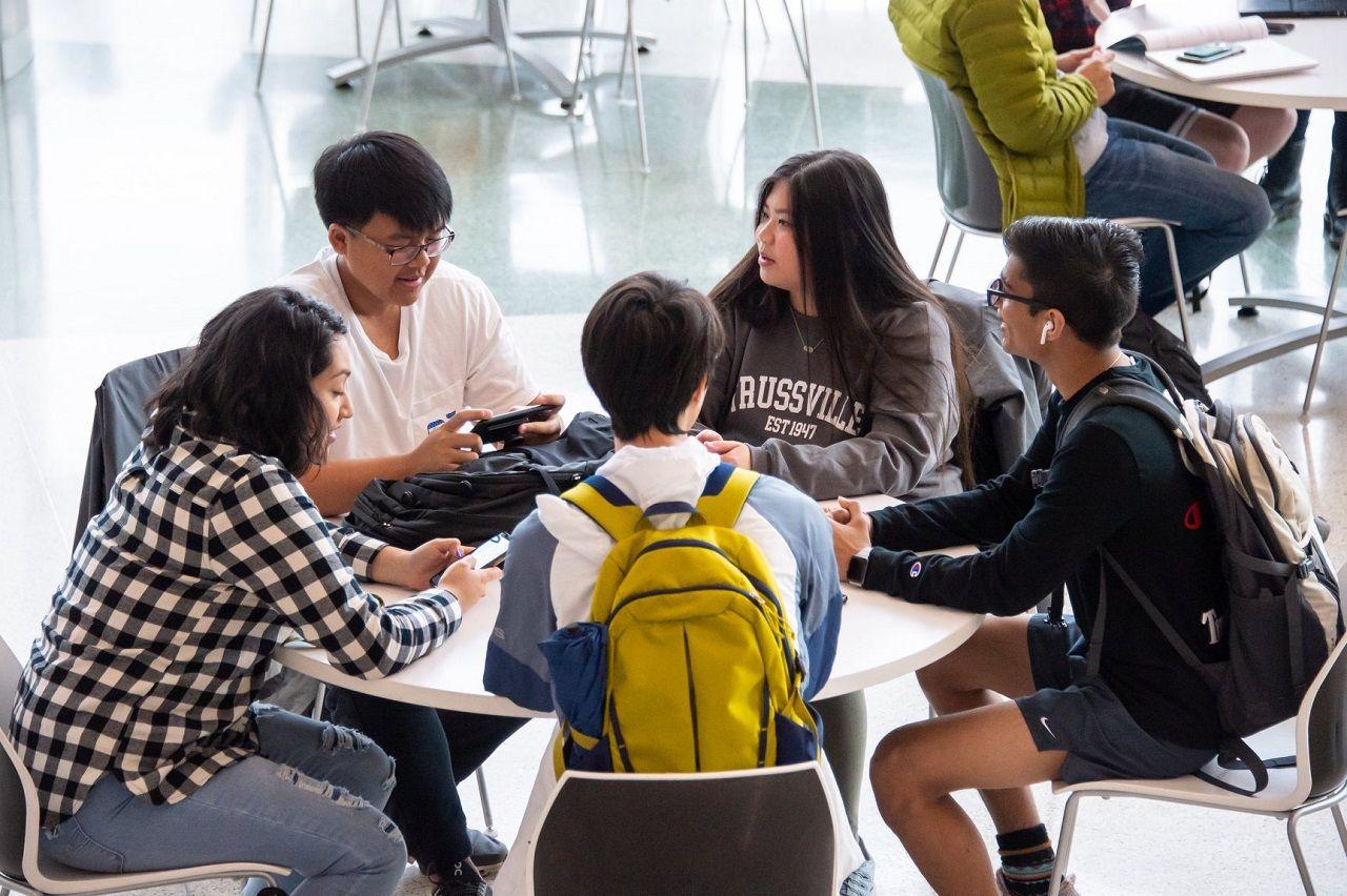 Sinh viên học nhóm tại Đai học Alabama at Birmingham