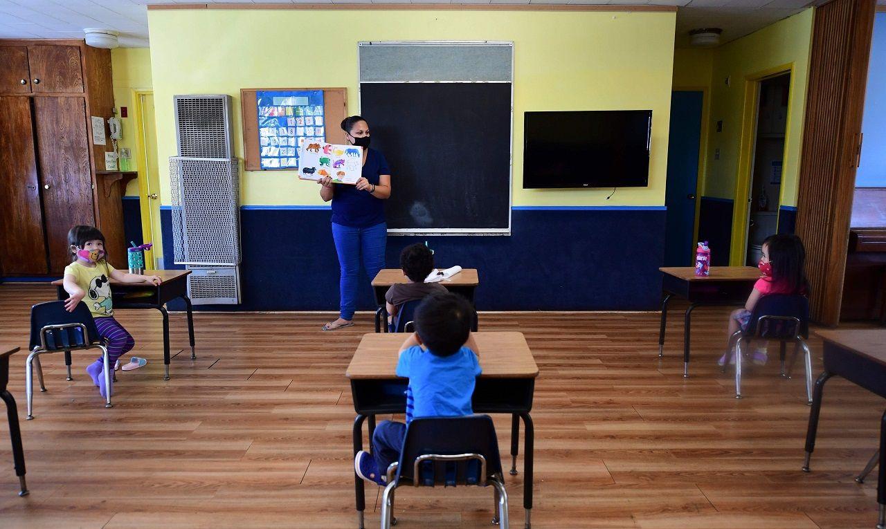 Lớp học duy trì sĩ số thấp và chỗ ngồi của học sinh được giãn cách