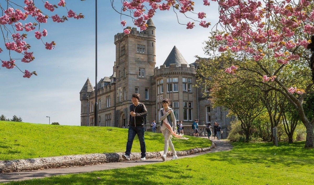 Học dự bị đại học tại Anh