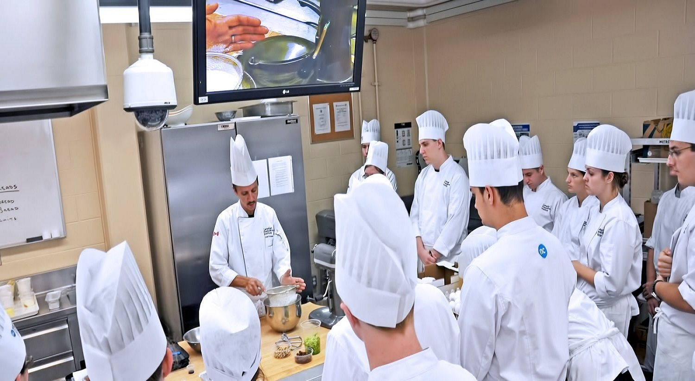 Một lớp học nấu ăn tại Cao đẳng Niagara