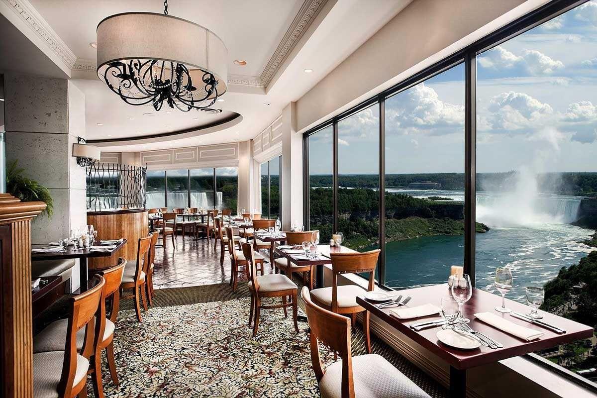 Nhà hàng với quang cảnh thác Niagara hùng vĩ