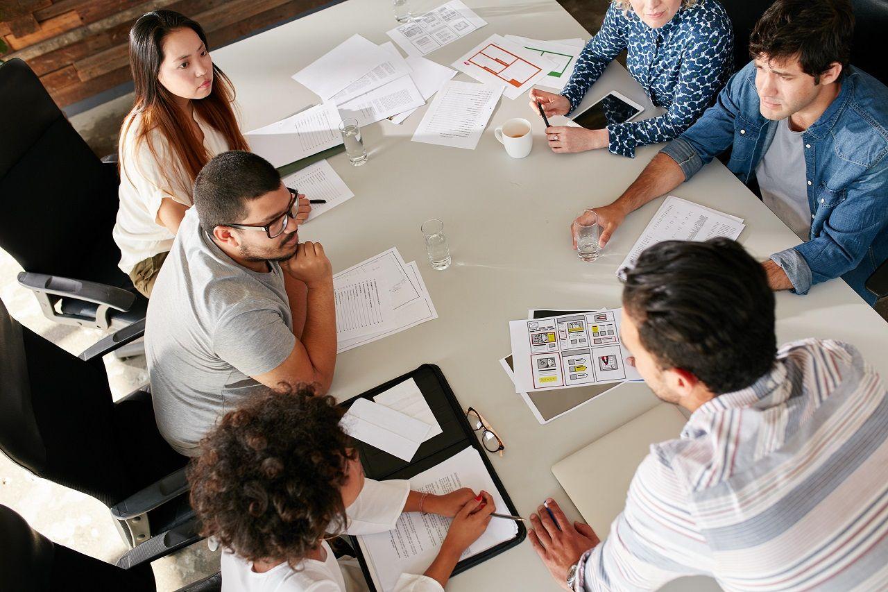 Sinh viên thường xuyên thực hiện các dự án nhóm trong quá trình học