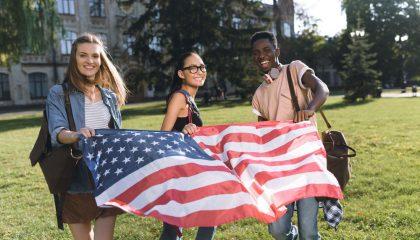 Sinh viên quốc tế có thành tích học tập tốt có thể duy trì học bổng trong suốt 4 năm học