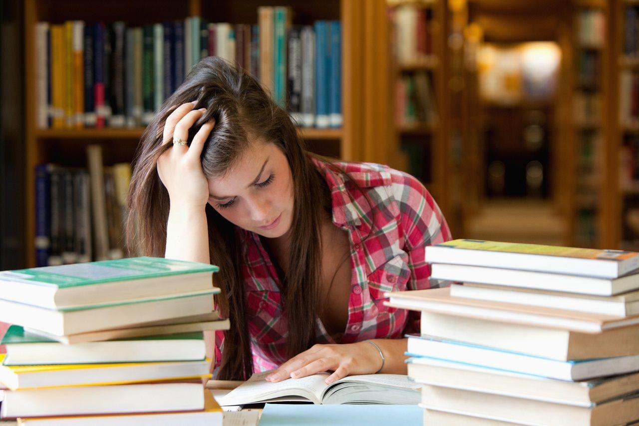 Bỡ ngỡ trước môi trường học tập và phong cách giáo dục mới lạ có thể khiến sinh viên gặp khó khăn khi du học
