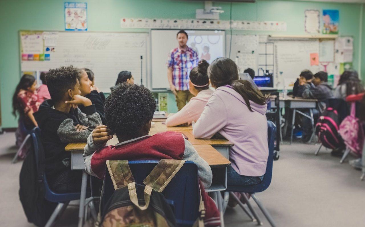 Burnaby có hơn 20 năm kinh nghiệm trong việc đào tạo Anh ngữ chuyên sâu. Điều này đã cho phép học khu phát triển một chương trình đặc biệt do các giáo viên có trình độ cao phụ trách.