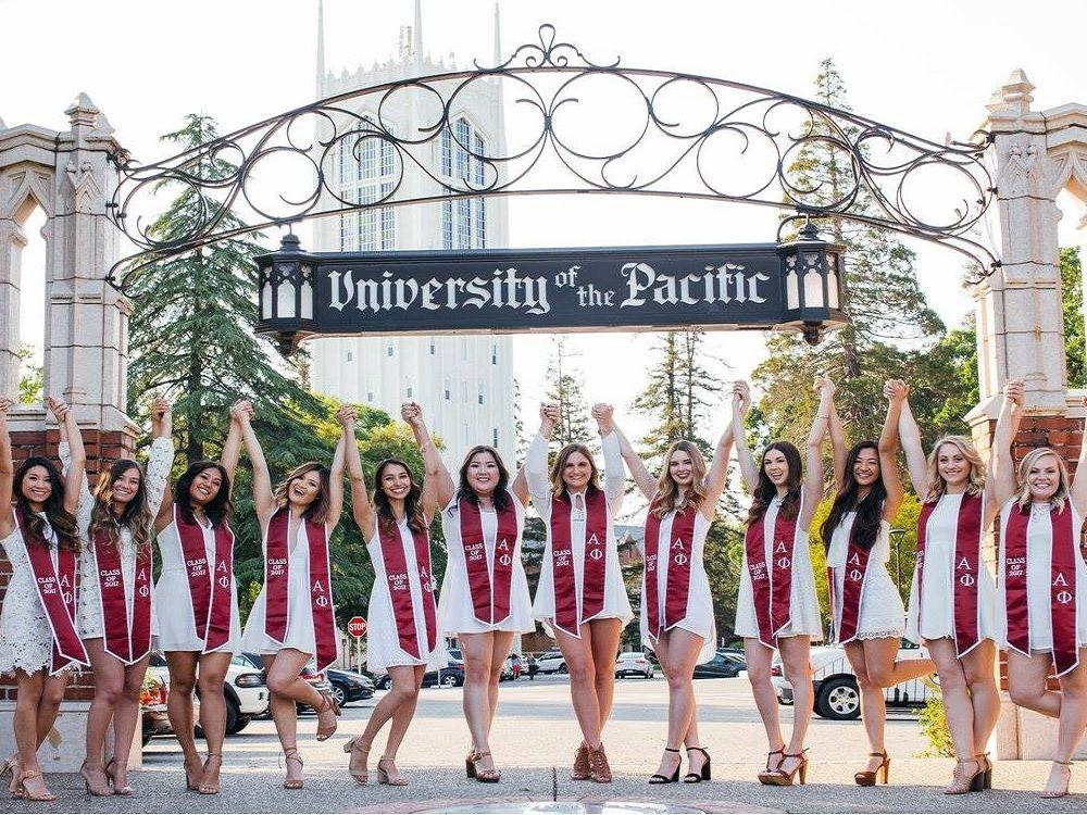 Sinh viên Đại học Pacific