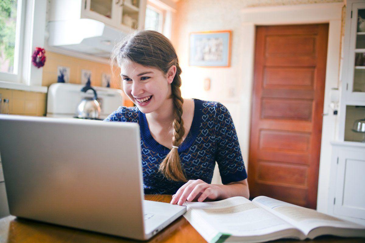 Yên tâm nhé! Dù bạn phải du học online vào thời điểm này vì dịch bệnh thì vẫn không ảnh hưởng đến thời gian hiệu lực của giấy phép làm việc tại Canada sau khi tốt nghiệp