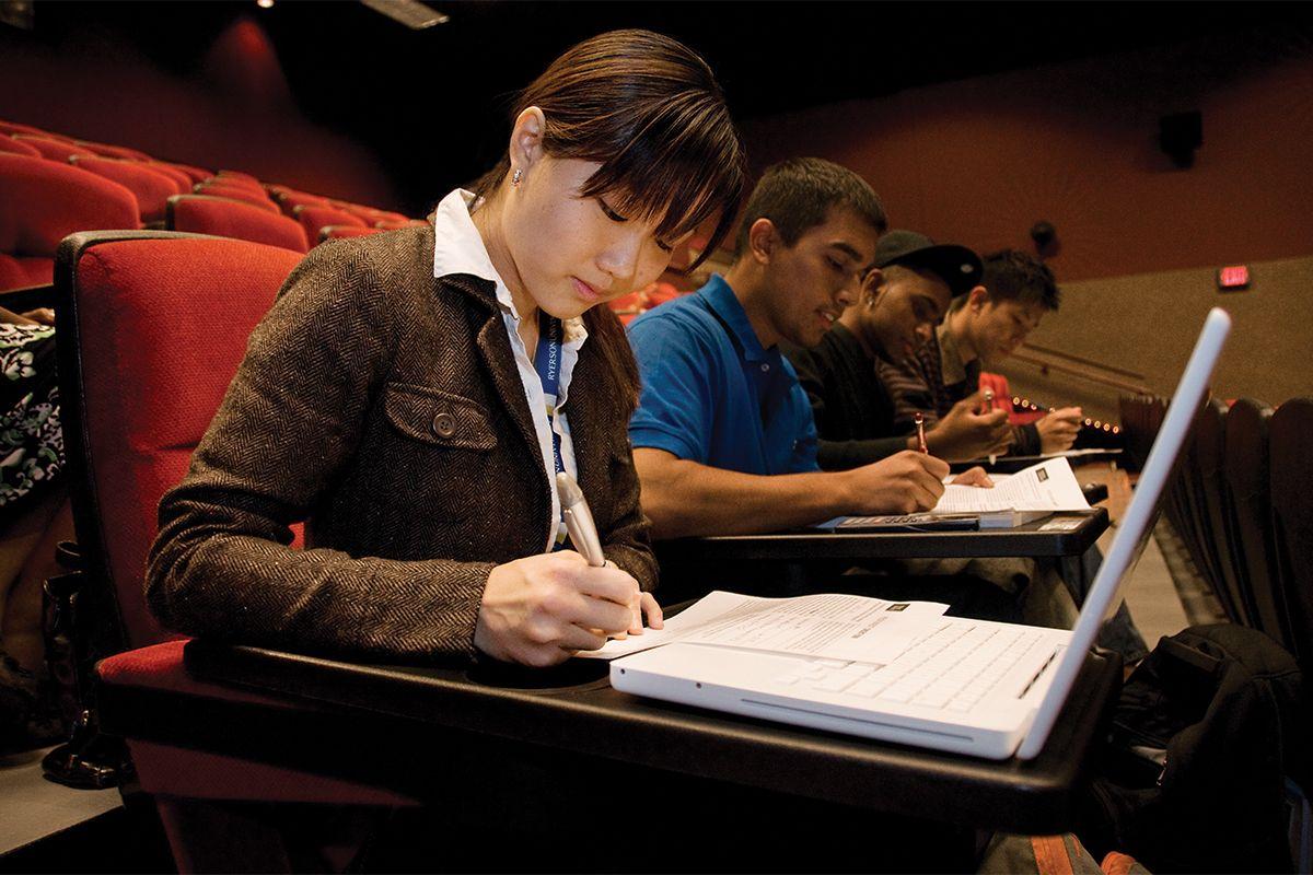 Nội dung chương trình chuyển tiếp và các đánh giá kết quả học tập do chính Đại học Ryerson kiểm soát