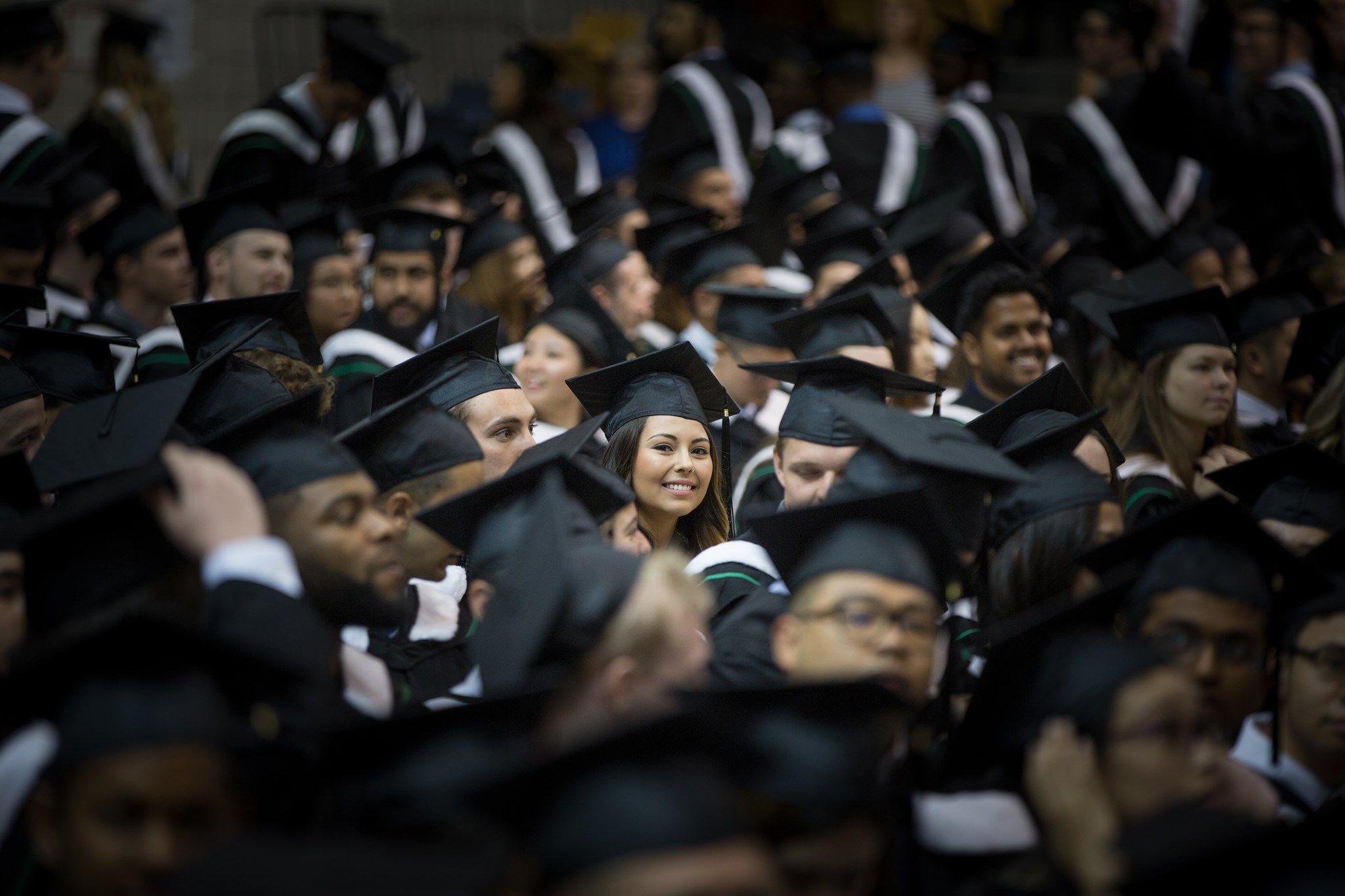 Sinh viên tốt nghiệp Đại học Manitoba tự tin bước vào thị trường lao động cạnh tranh