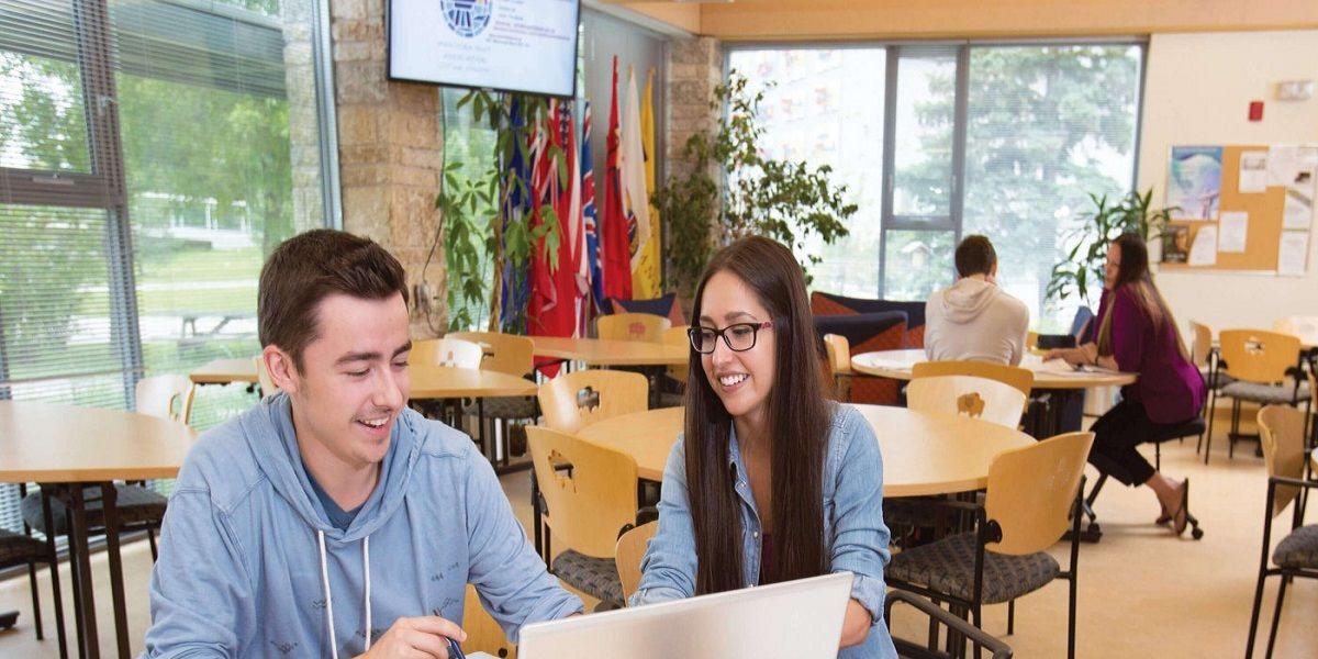 Sinh viên luôn nhận được những hỗ trợ cần thiết để học tập hiệu quả và tìm việc làm phù hợp