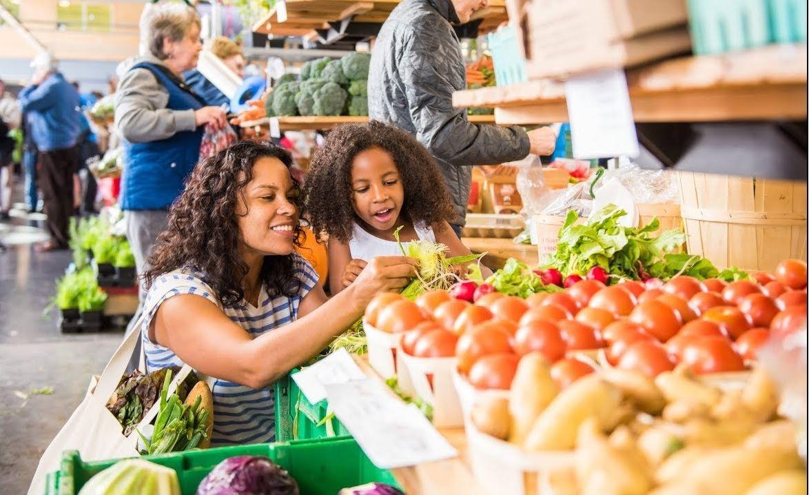 Halifax - chợ nông sản lâu đời nhất ở Canada là một trong những nơi cung cấp thực phẩm tươi ngon cho người dân Nova Scotia