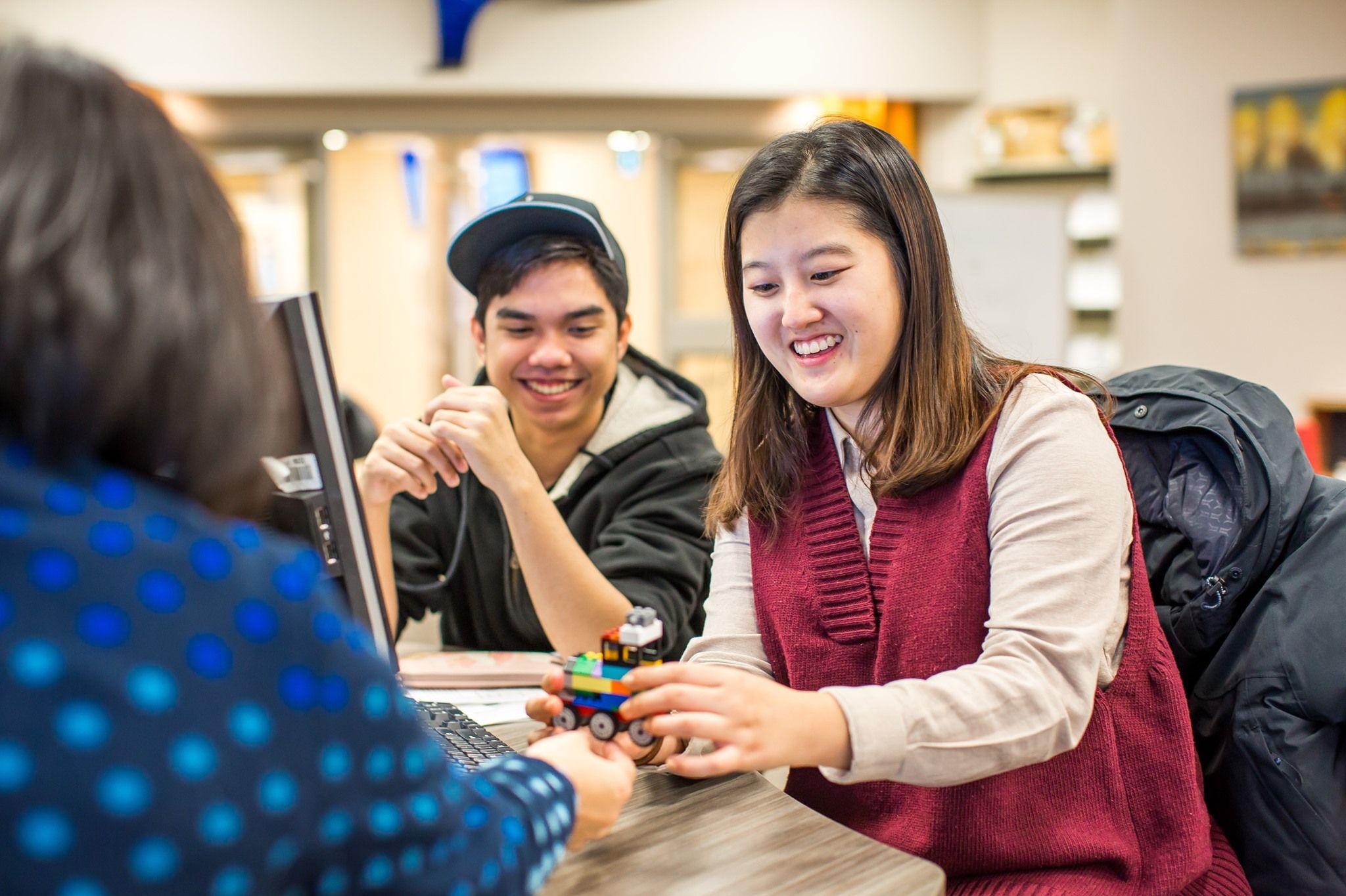 Học sinh nhận những hỗ trợ hữu ích trong suốt thời gian học tập để phát triển học vấn và kỹ năng xã hội