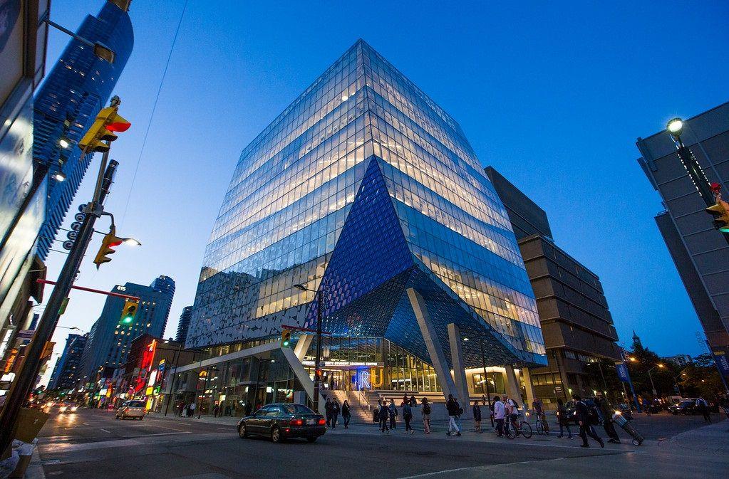 Đại học Ryerson ở khu vực trung tâm sầm uất của Toronto