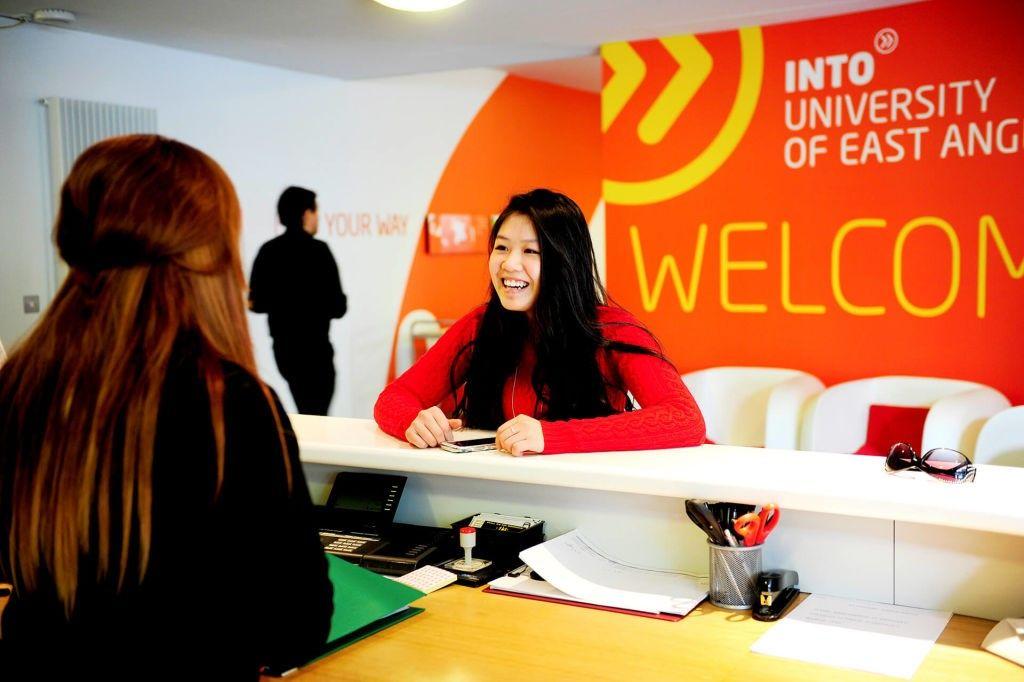 Du học Anh tại INTO