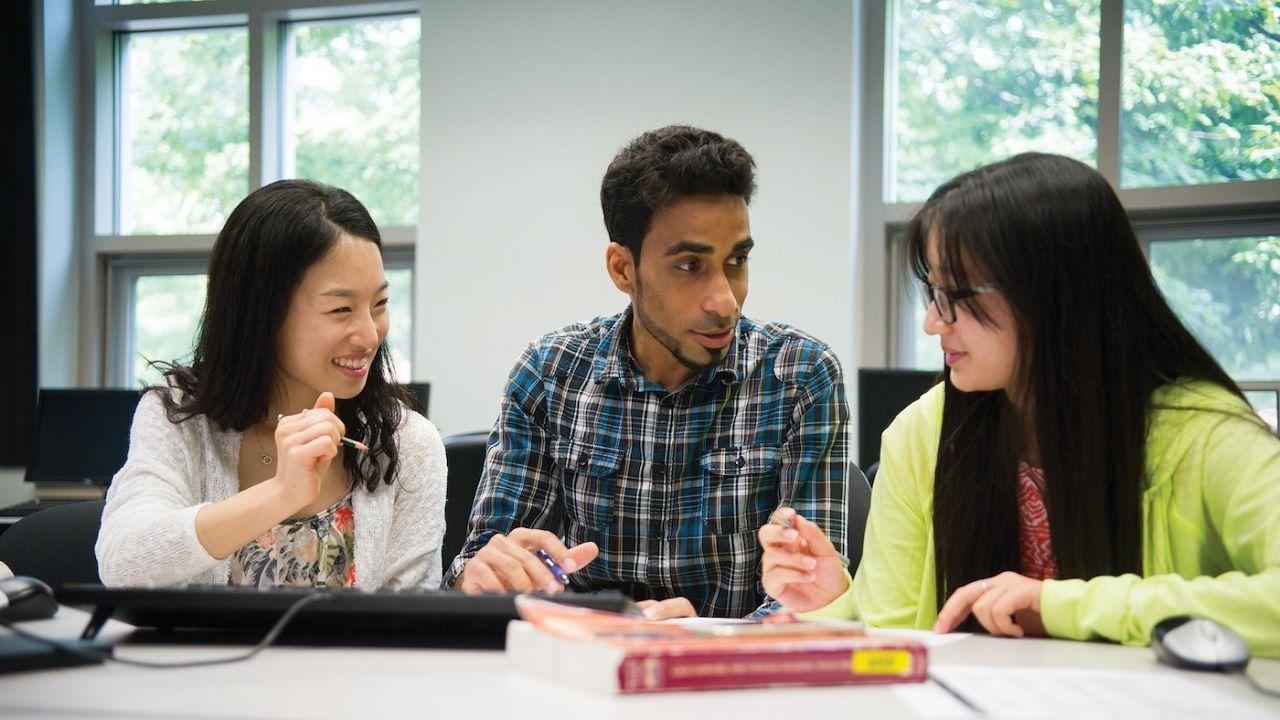 Chương trình học được thiết kế phù hợp, lớp học quy mô nhỏ, giảng viên quan tâm đến từng cá nhân tạo nên thành công cho các chương trình của INTO
