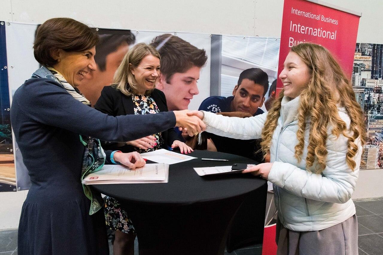 Sinh viên Trường Kinh doanh Rotterdam luôn được đồng hành và hỗ trợ để tiến gần đến mục tiêu nghề nghiệp
