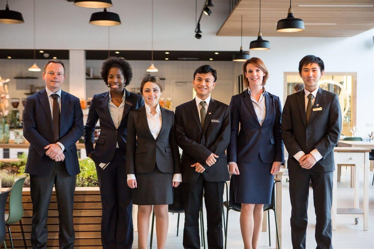 Phong thái chuyên nghiệp của sinh viên ngành nhà hàng khách sạn Đại học KHUD NHL Stenden