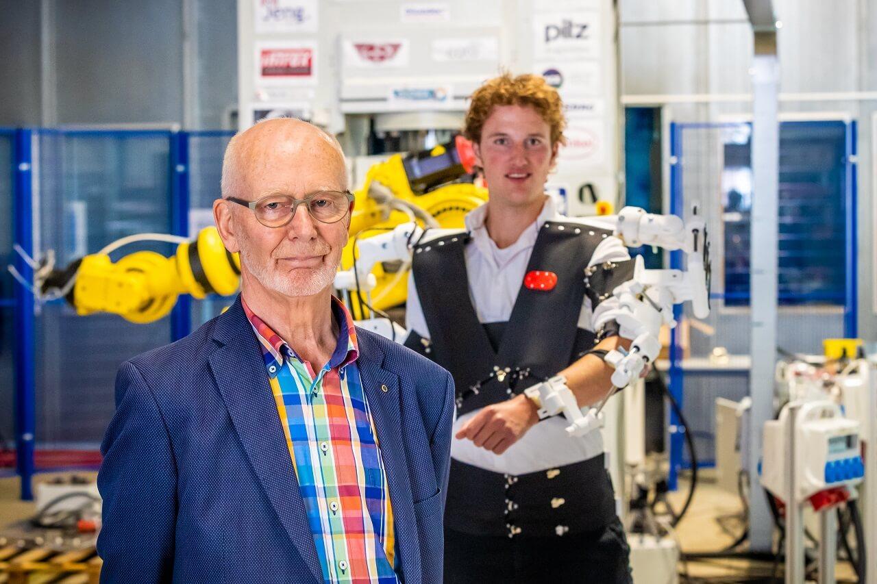 Remco cùng giảng viên Fokko Bakker, người cố vấn và hỗ trợ cho ý tưởng robot của anh