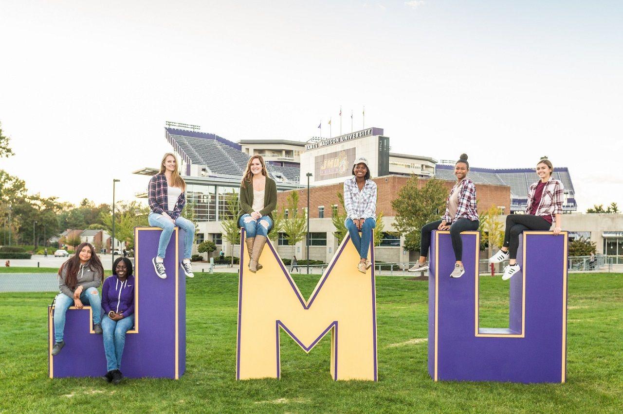 Chào mừng bạn đến Đại học James Madison với học bổng hấp dẫn cho kỳ thu năm 2021!