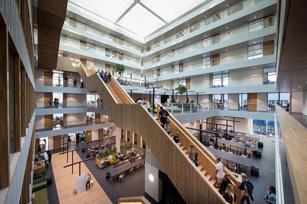 Bên trong Trường Kinh doanh Rotterdam
